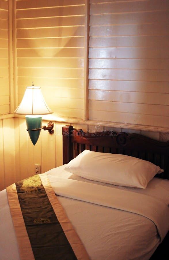 Sola cama foto de archivo libre de regalías