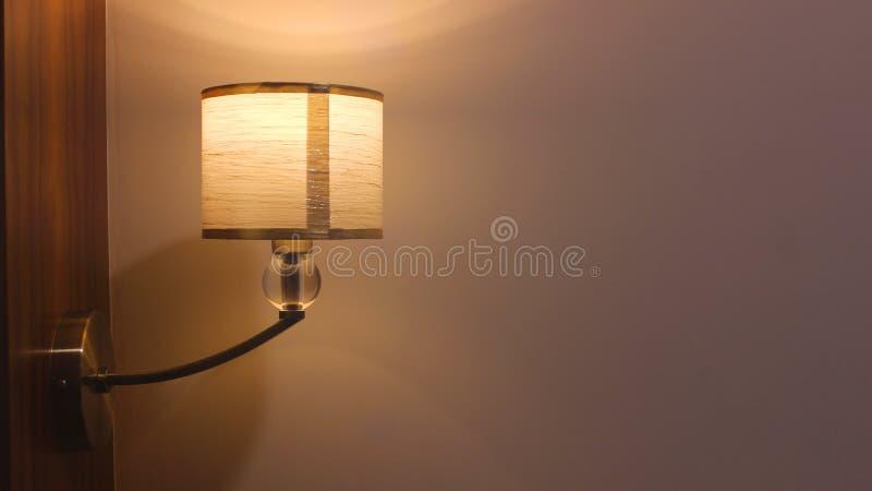 Sola lámpara de la noche para el sitio imagen de archivo libre de regalías