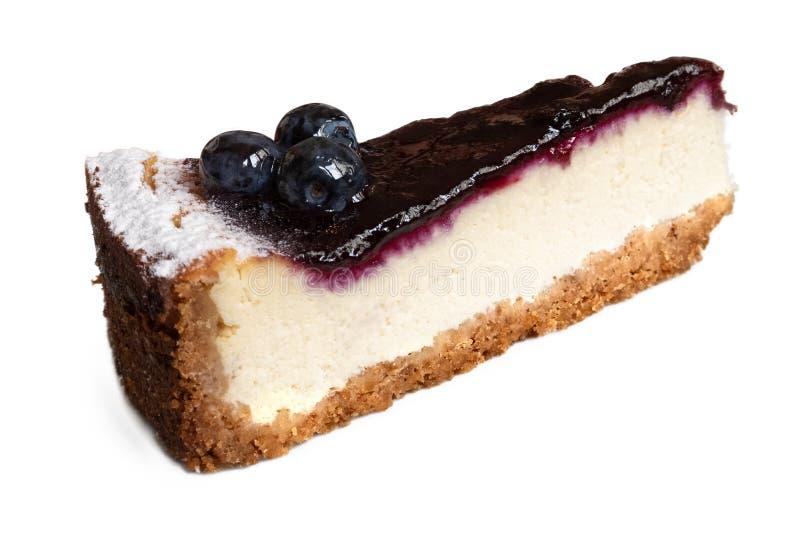 Sola rebanada de pastel de queso del arándano con el aislador fresco de los arándanos foto de archivo libre de regalías