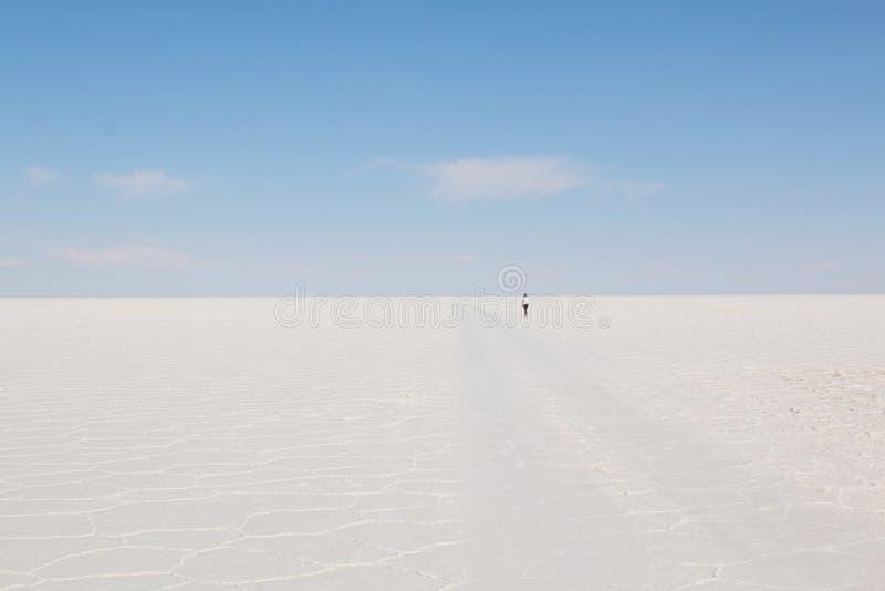 solankowy Bolivia uyuni De Mieszkanie Salar Niebieskiego Nieba i biel soli ziemia obraz royalty free