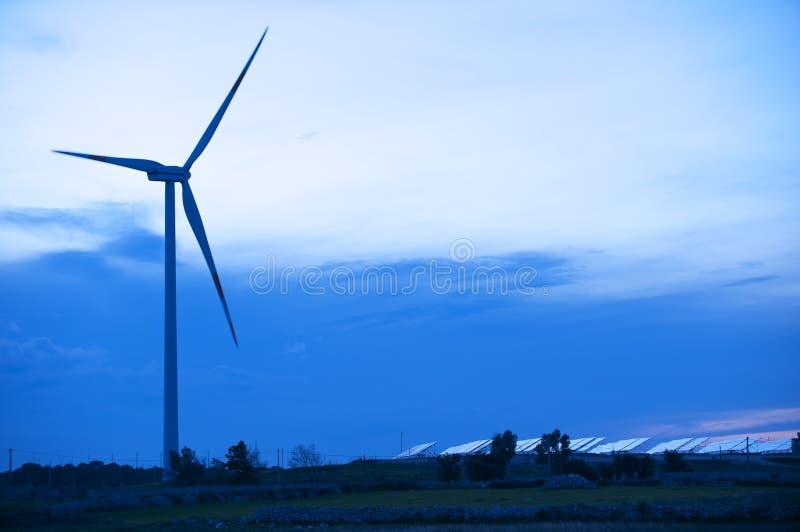 Solar- und Windenergie stockfotografie
