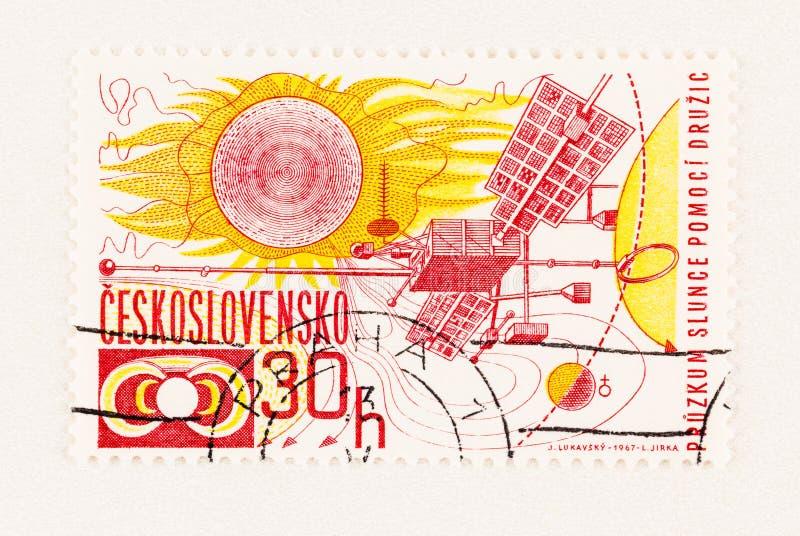 Solareinrichtung Satelitte auf dem Poststempel lizenzfreie stockbilder