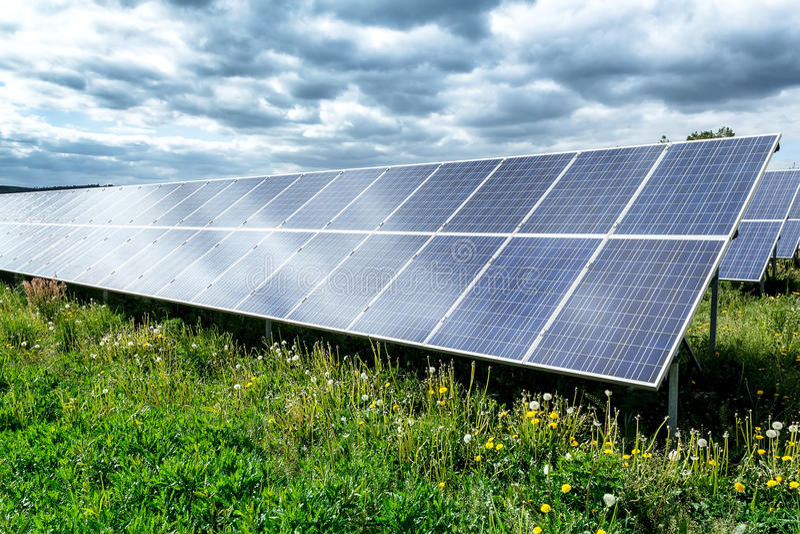 Solarenergieplatten lizenzfreie stockbilder