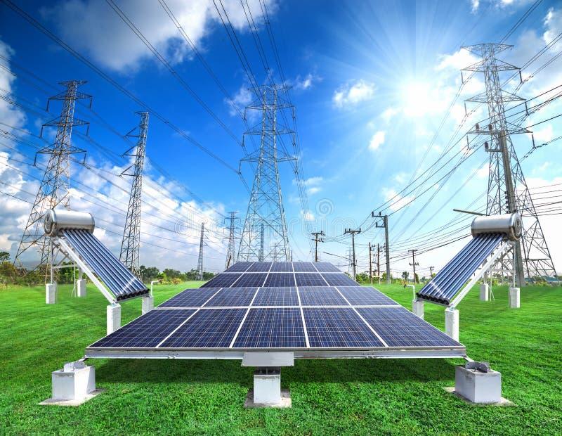 Solarenergieplatten und Vakuumsolarwarmwasserbereitungsheizsystem lizenzfreie stockbilder