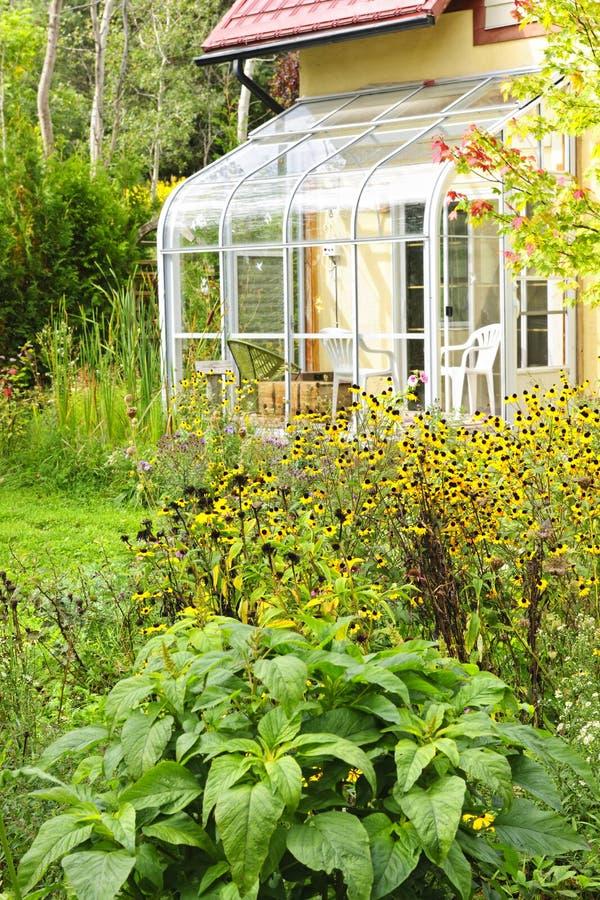 Solarium und Garten zu Hause stockfotos
