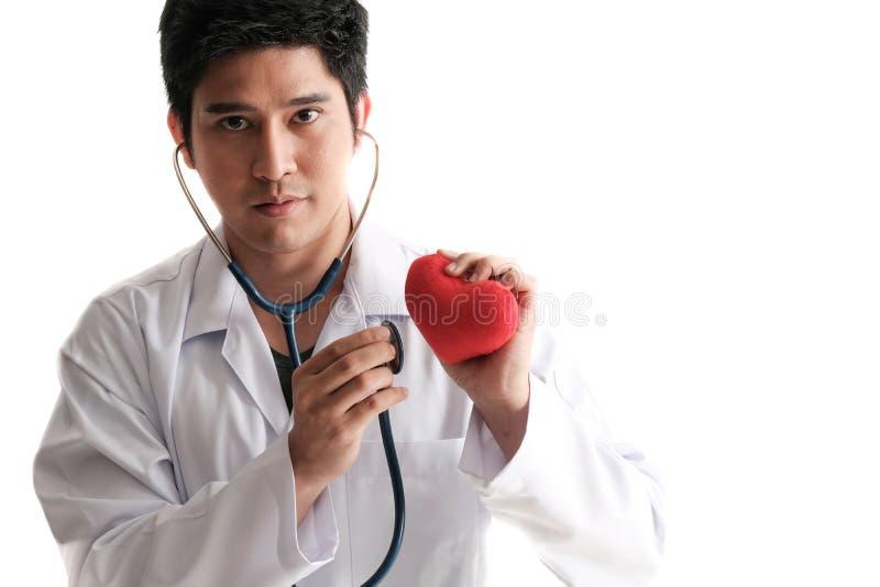 Solated de stethoscoop van het artsengebruik om hart te controleren royalty-vrije stock foto