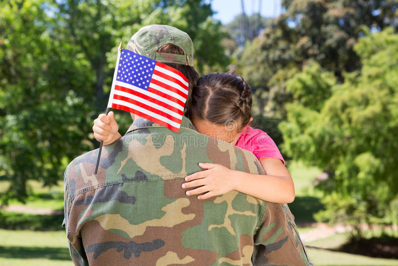 Soldado americano juntado con la hija foto de archivo