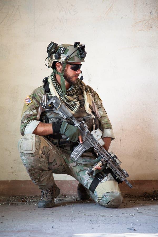 Soldado americano que descansa da operação militar foto de stock royalty free