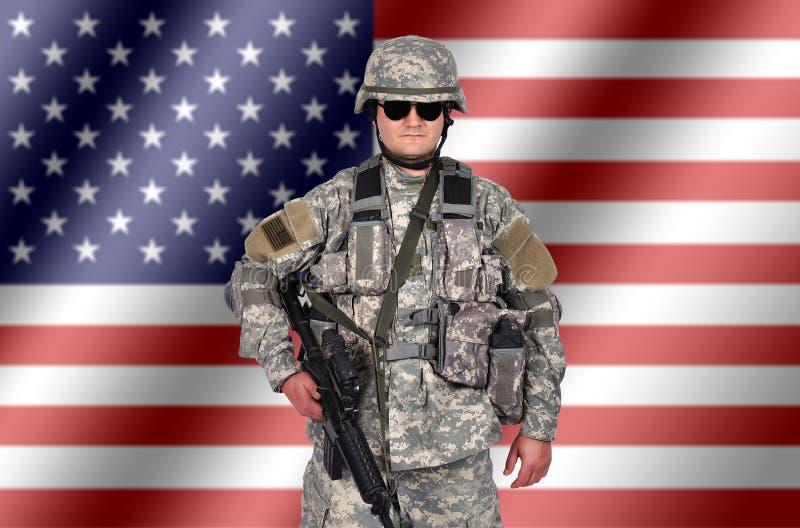 Soldado com rifle fotografia de stock