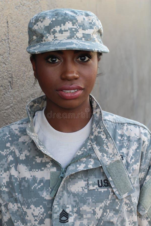 Soldado da mulher com expressão séria imagem de stock