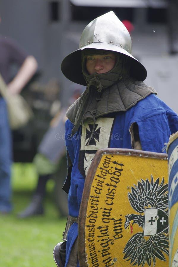 Soldado de infantería medieval alemán imagenes de archivo