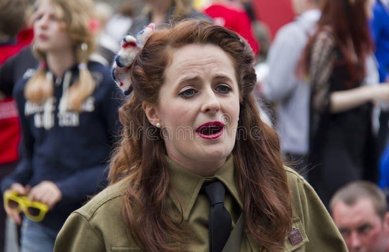 Soldado de sexo femenino en Edimburgo imagenes de archivo