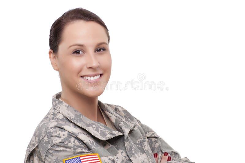 Soldado de sexo femenino sonriente imagenes de archivo