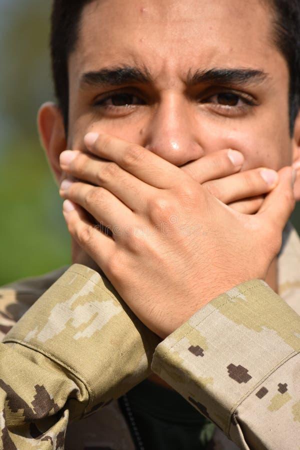 Soldado de sexo masculino avergonzado foto de archivo