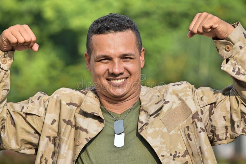 Soldado de sexo masculino militar muscular fotografía de archivo