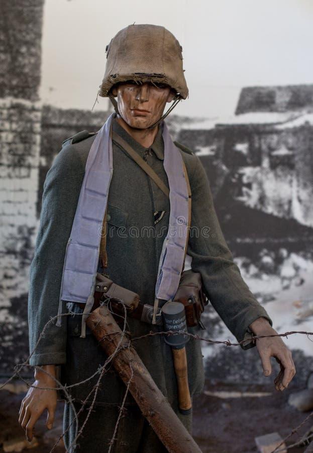 Soldado del ejército alemán en batalla imagenes de archivo