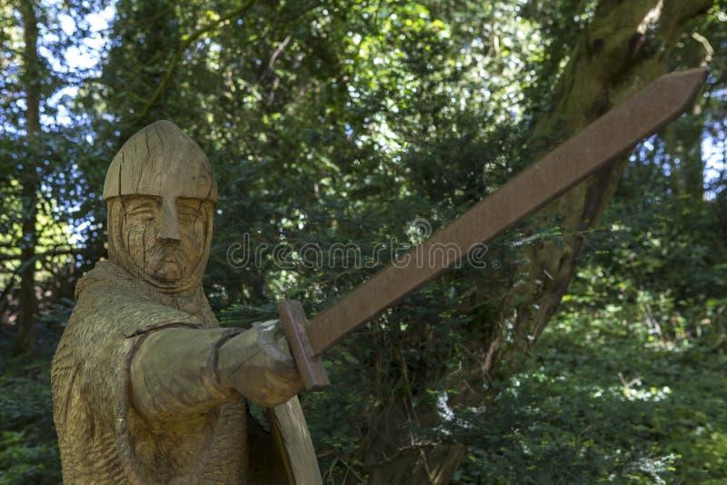Soldado del siglo XI Sculpture en la abadía de la batalla imagen de archivo libre de regalías