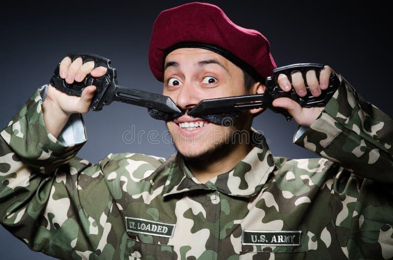 Download Soldado divertido contra imagen de archivo. Imagen de armado - 41916399