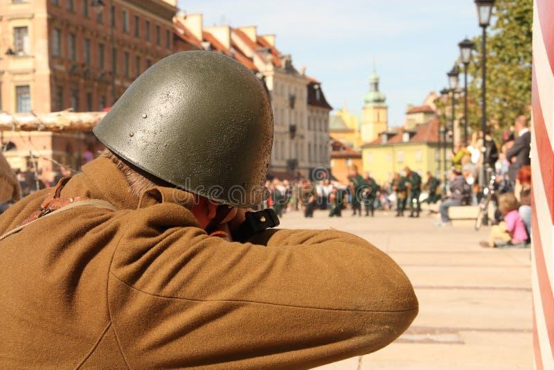 Soldado do tiro fotografia de stock