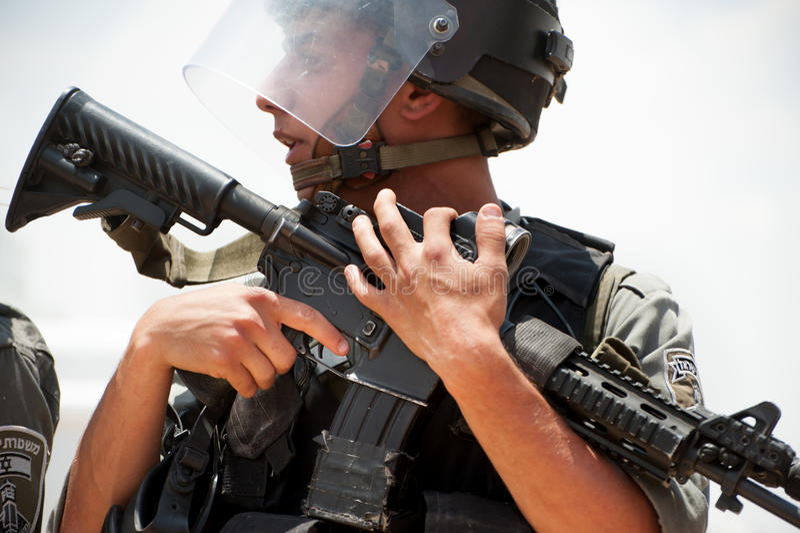 Soldado israelita no banco ocidental imagens de stock royalty free