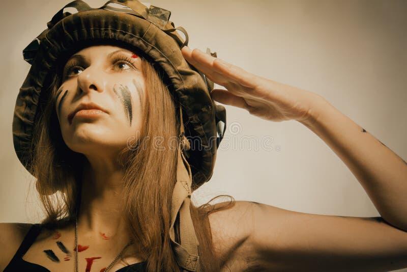 Soldado joven de sexo femenino foto de archivo
