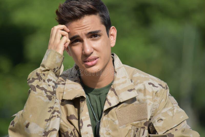 Soldado masculino diverso confuso fotografia de stock