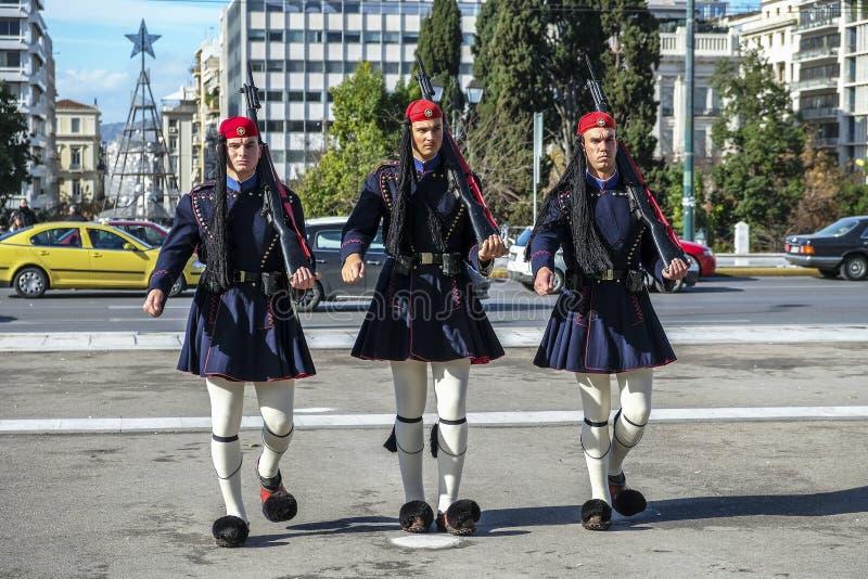 Soldado no quadrado no parlamento grego, Atenas do Syntagma, Grécia imagens de stock