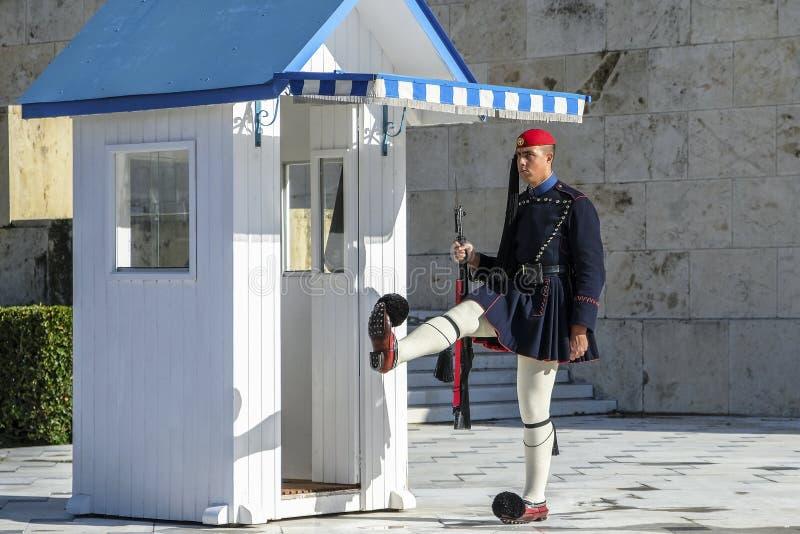Soldado no quadrado no parlamento grego, Atenas do Syntagma, Grécia fotos de stock