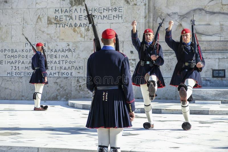 Soldado no quadrado no parlamento grego, Atenas do Syntagma, Grécia fotografia de stock royalty free