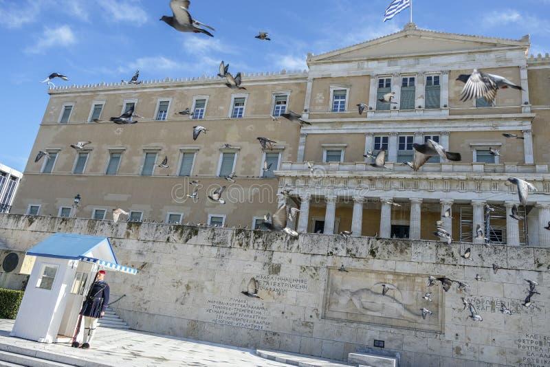 Soldado no quadrado no parlamento grego, Atenas do Syntagma, Grécia fotografia de stock