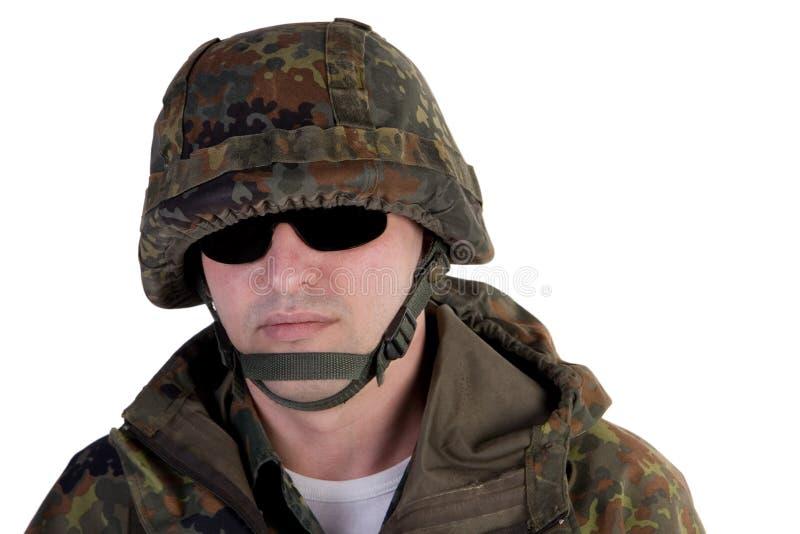 Soldado que desgasta los vidrios oscuros fotos de archivo libres de regalías