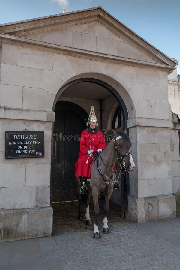 Soldado real do protetor de cavalo dos azuis e Royals imagens de stock