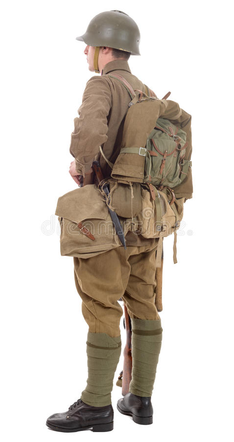 Soldado soviético joven con el rifle en el fondo blanco imagen de archivo libre de regalías