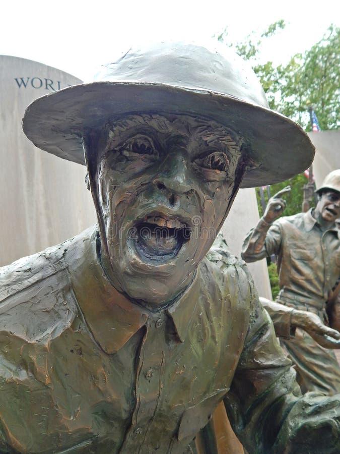 Soldado Statue With Rifle - ascendente cercano de la Primera Guerra Mundial imagen de archivo