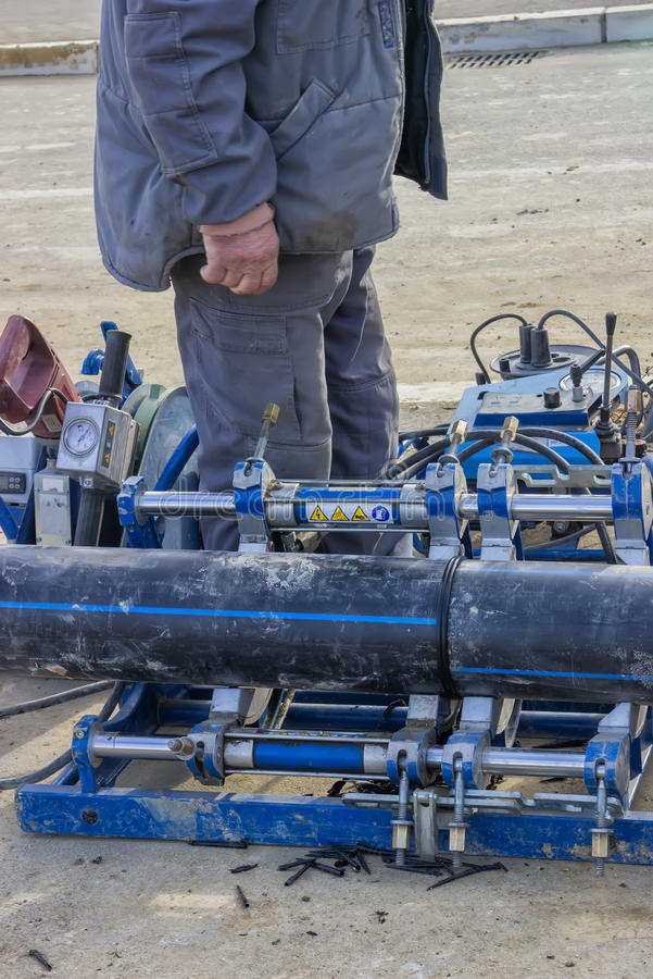 Soldadora del tubo para el tubo de agua de conexión foto de archivo