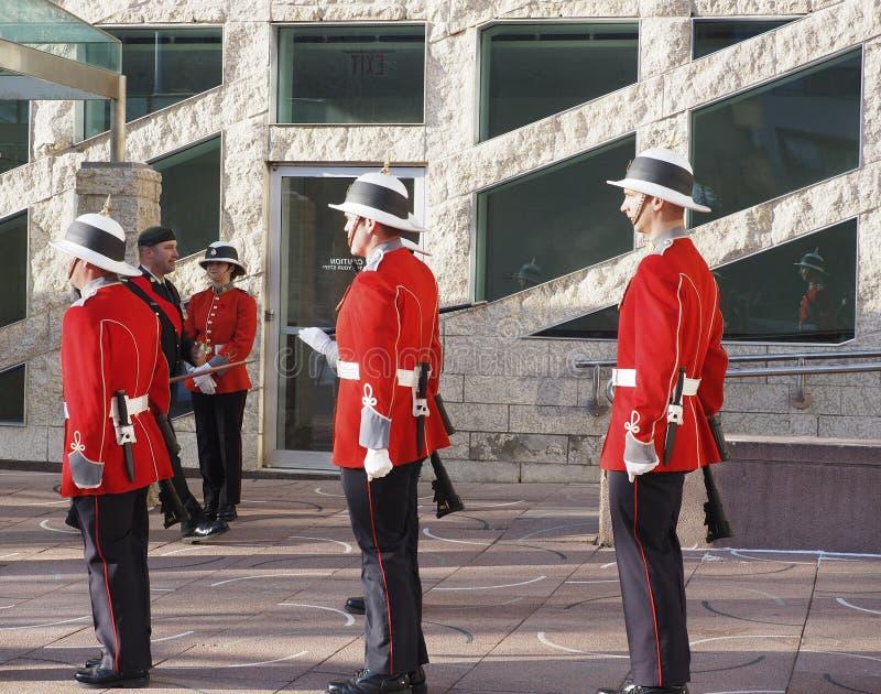 Soldados canadenses em uniformes históricos para o dia da relembrança fotos de stock royalty free