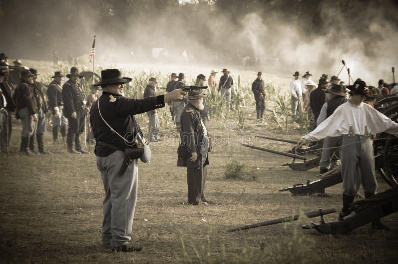 Soldados da guerra civil do Sepia no campo de batalha imagem de stock royalty free