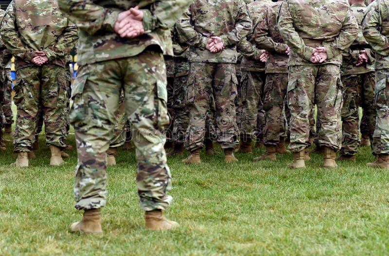 Soldados da parte traseira tropas, exército, militares imagem de stock