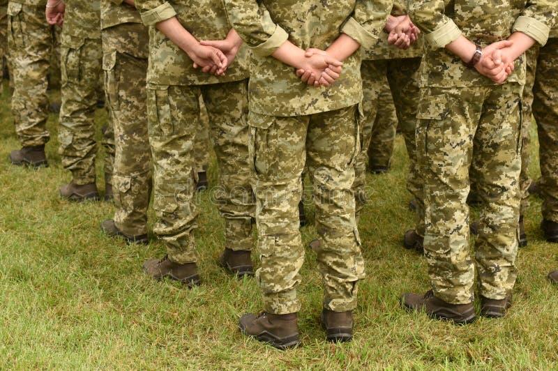 Soldados da parte traseira tropas, exército, militares imagens de stock