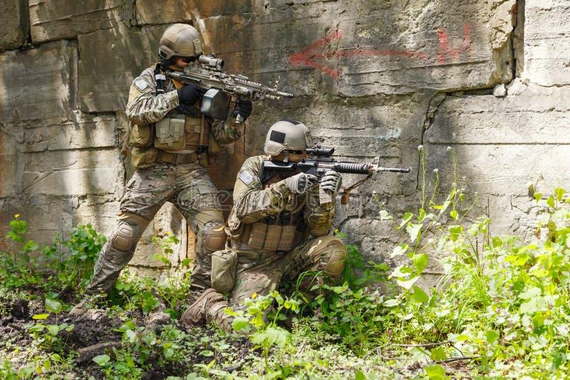 Soldados das boinas verdes na ação imagem de stock royalty free