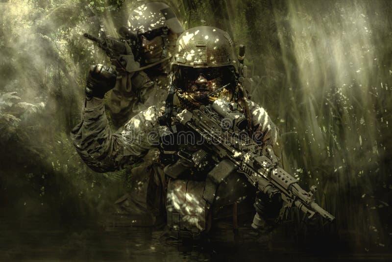 Soldados das boinas verdes na selva imagem de stock