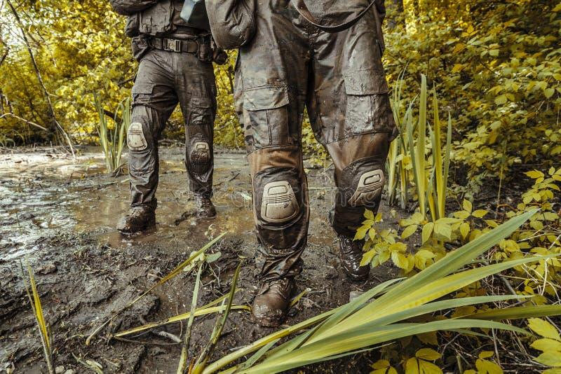 Soldados de las boinas verdes en la acción imagenes de archivo