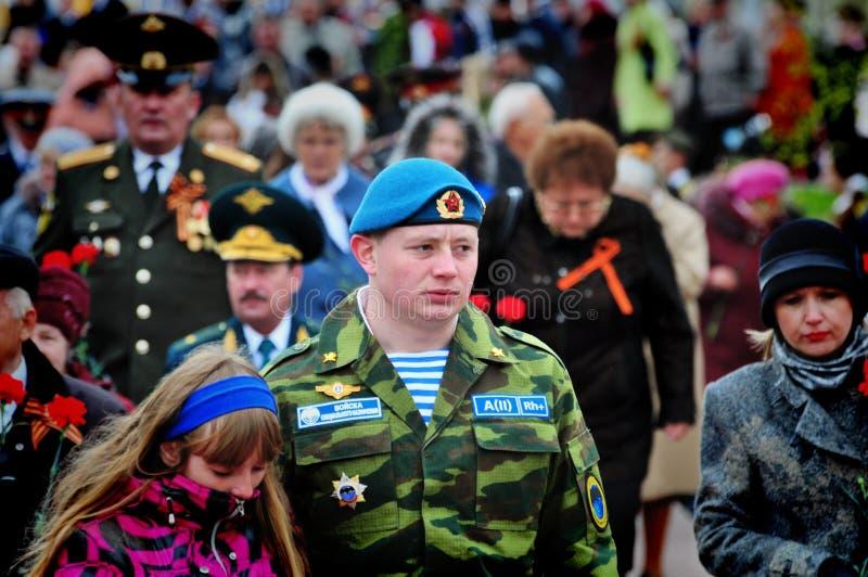 Soldados de las tropas aerotransportadas en el día de fiesta del día de la victoria foto de archivo