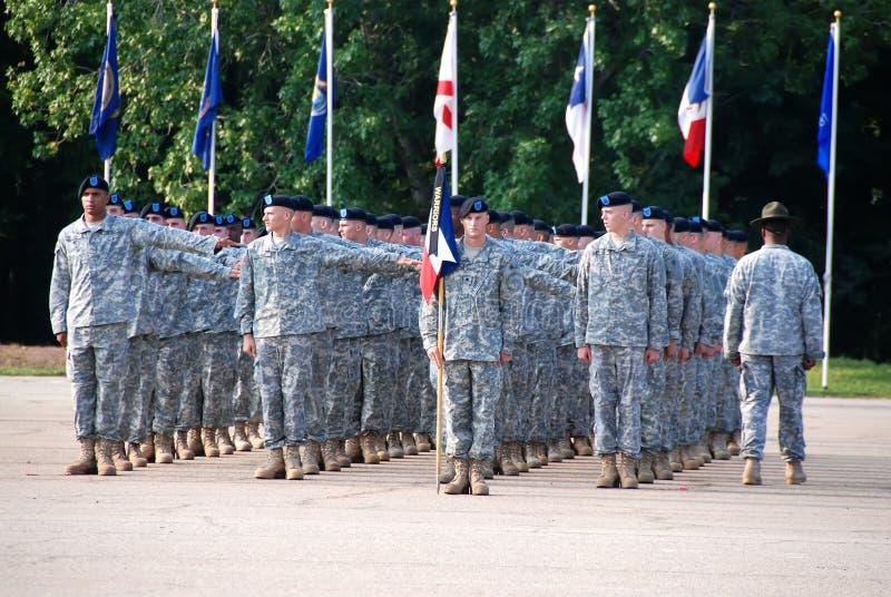 Soldados de los E.E.U.U. en la graduación de la formación básica