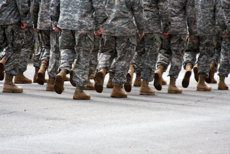 Soldados de marcha com quarto para a cópia imagem de stock royalty free