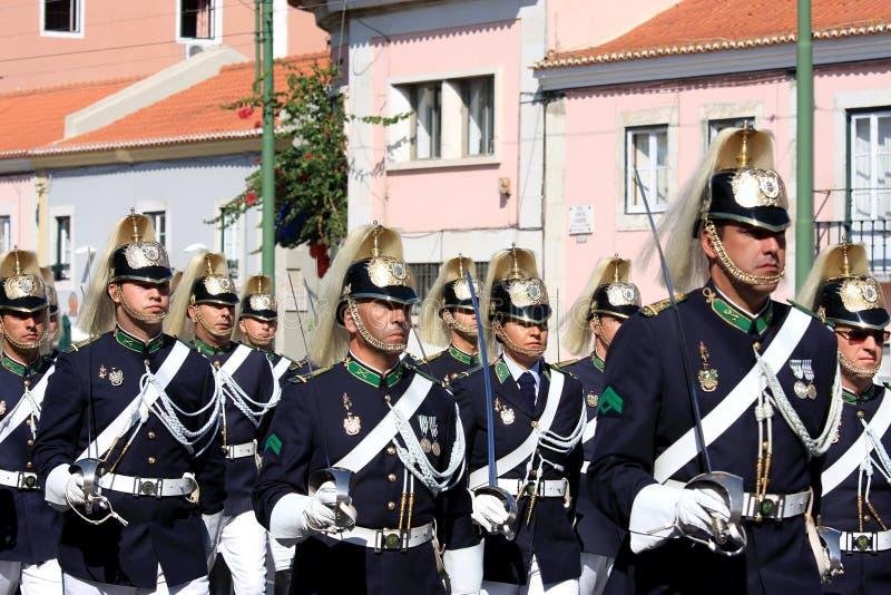 Soldados de marcha durante o protetor em mudança, Lisboa fotografia de stock royalty free