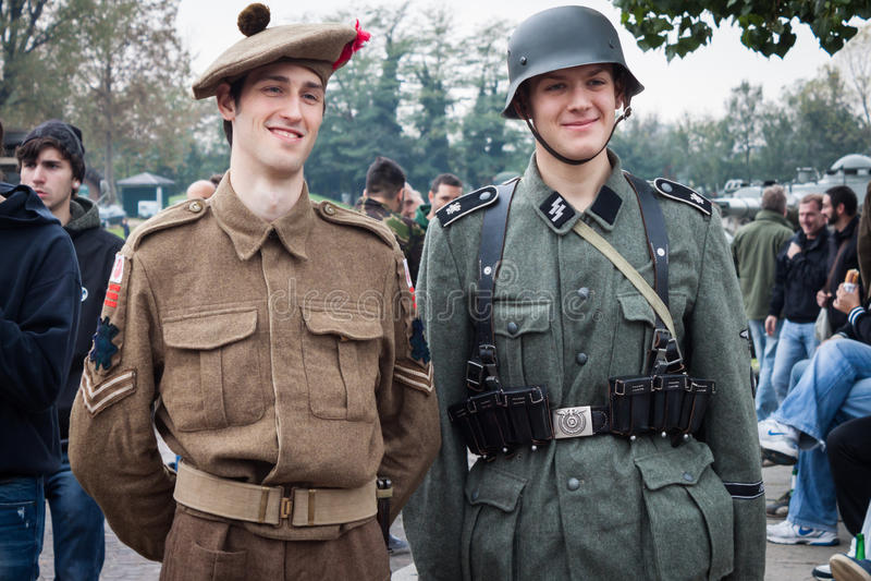 Soldados de WW II en Militalia 2013 en Milán, Italia imagenes de archivo