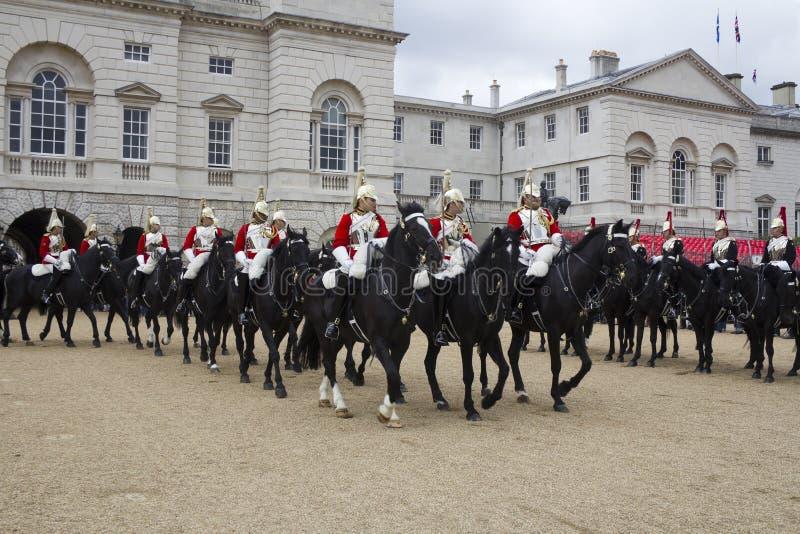 Soldados del regimiento de caballería del hogar En el desfile de Horseguards fotografía de archivo libre de regalías