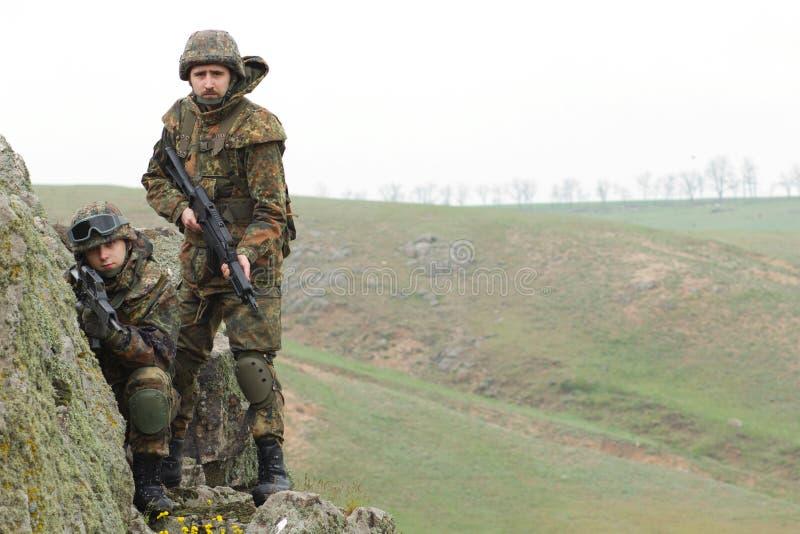 Soldados en la munición pesada del combate fotografía de archivo libre de regalías