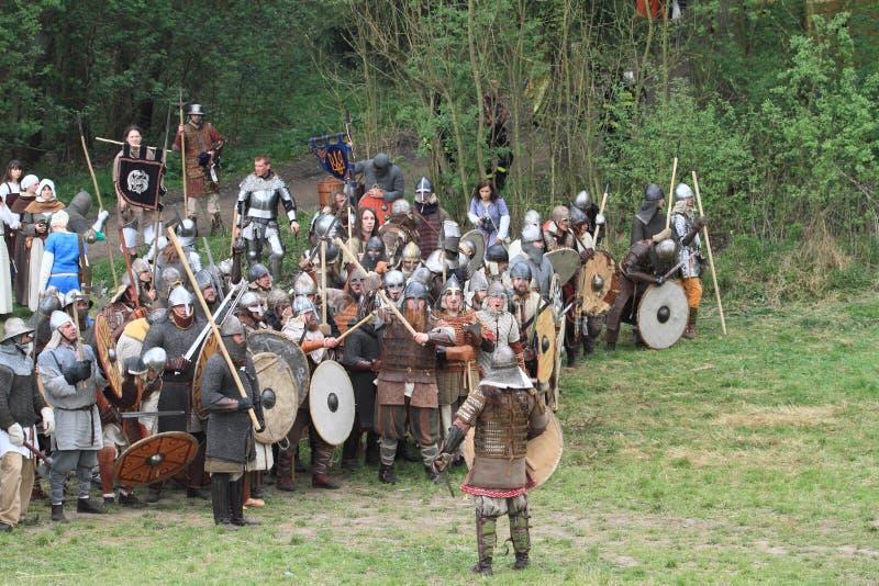 Soldados históricos antes da batalha imagem de stock royalty free